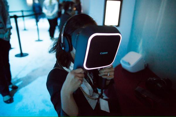Canon Showing their VR headset with 2.5K display for each eye
