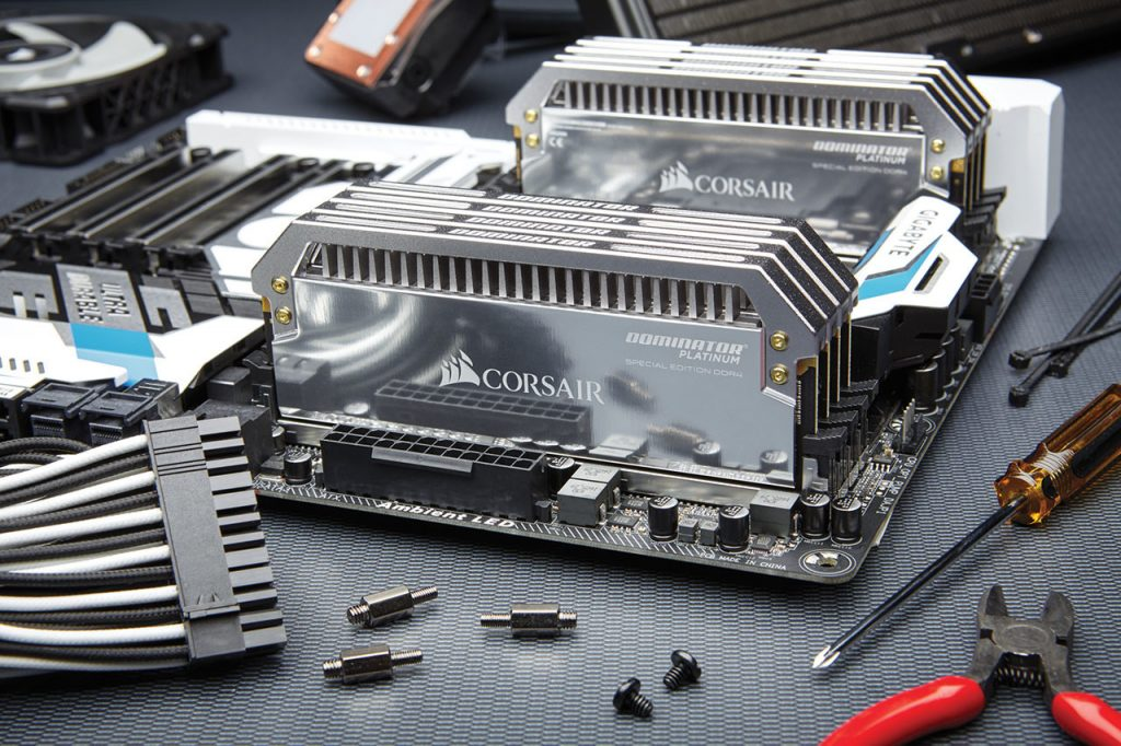 dominator-platinum-special-edition-ddr4-3